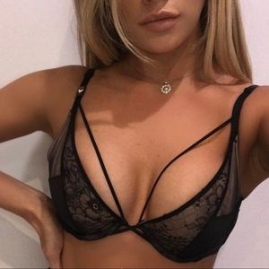 Victoria's Secret Strappy Caged uplift unlined bra